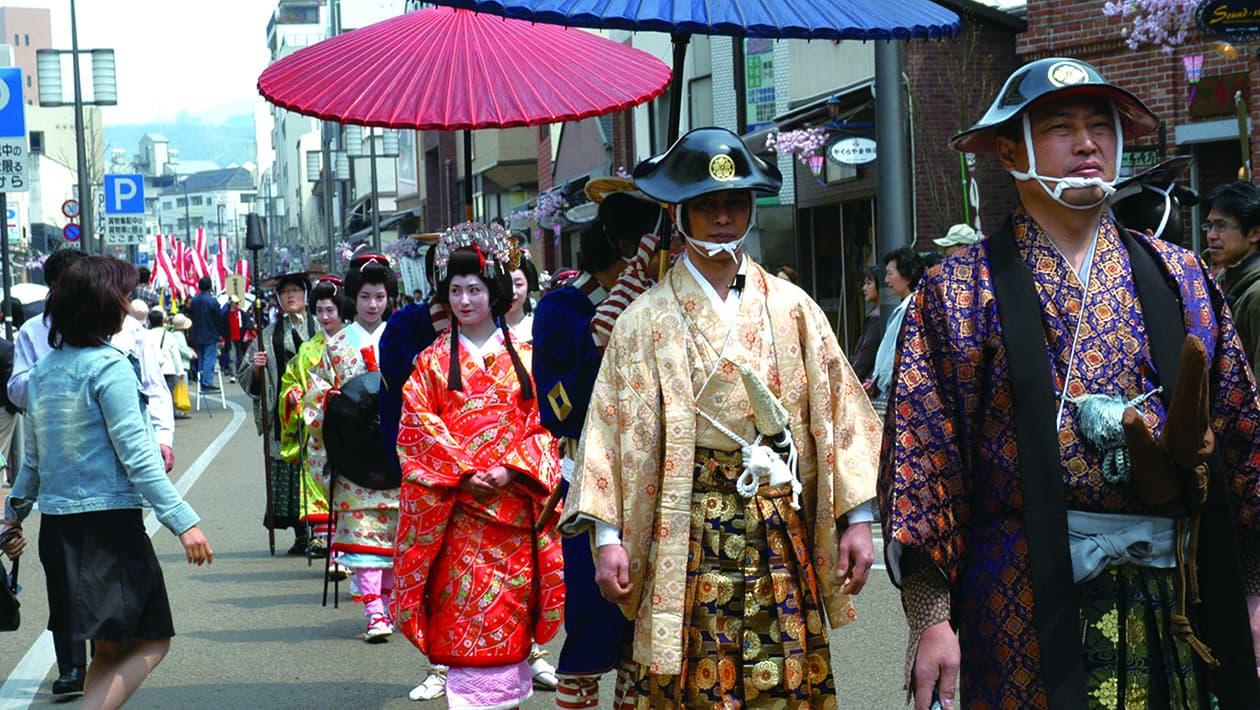 松山春祭典(城祭典)